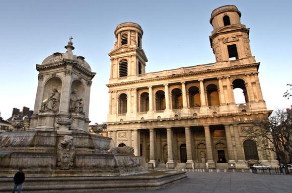 Igreja de São Sulpício em Paris, parte do tour pelo livro O Código da Vinci.